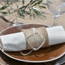 Hvide stofligene servietter