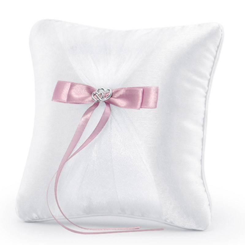 Hvid ringpude med rosa satinbånd