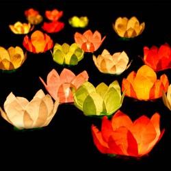Flyde lanterner udendørs