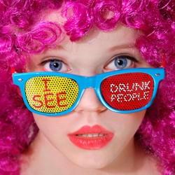 """Blå briller """"I SEE DRUNK PEOPLE"""" til polterabend"""