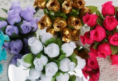 Små kunstige roser